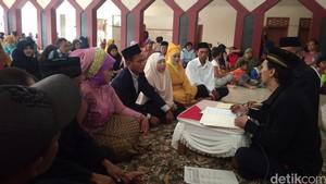 Kisah Cinta Tukang Becak di Cirebon yang Ikut Nikah Massal