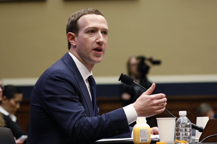 Mark Zuckerberg di hadapan parlemen AS. Foto: Reuters