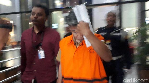 KPK Tahan 3 Tersangka Suap Bupati Bandung Barat