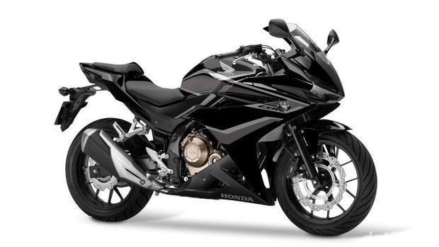 CBR500R berwarna hitam