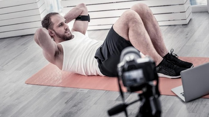 Ada beberapa gerakan olahraga yang cocok bagi seorang pemula di gym. (Foto: Thinkstock)