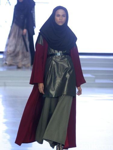 Koleksi Zaskia Sungkar di Indonesia Fashion Week 2018