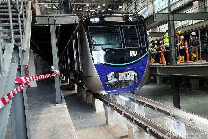 Sebanyak dua belas gerbong kereta MRT telah terparkir di Depo Lebak Bulus, Jakarta Selatan.