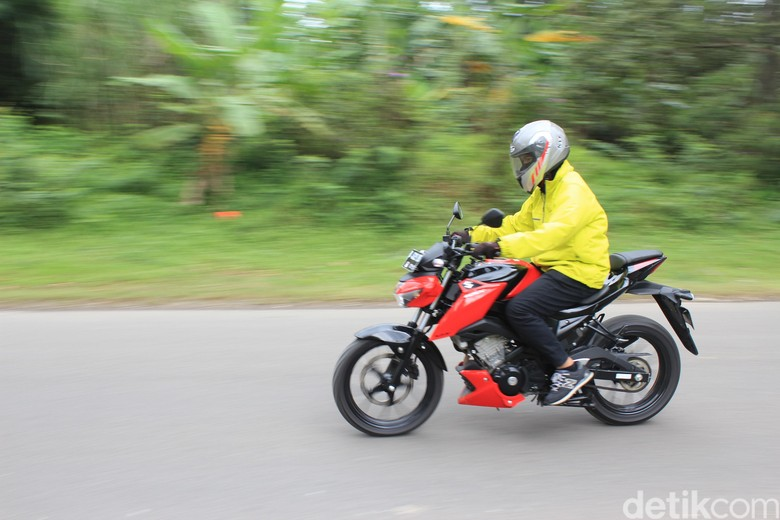 Suzuki GSX-S 150 Saat Touring ke Puncak. Foto: Dadan Kuswaraharja