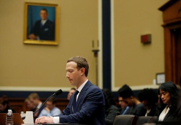 Zuckerberg disidang parlemen Amerika Serikat. Foto: Reuters