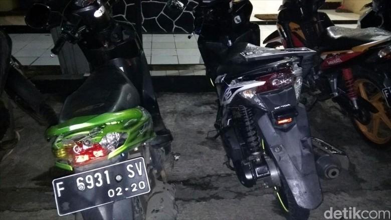 Massa Opang Rusak 2 Motor Driver Ojol di Sukabumi