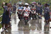 Presiden Joko Widodo hujan-hujanan naik motor listrik