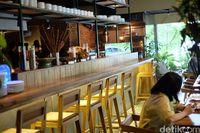 Daun Muda hadir dengan dapur berkonsep terbuka (open-kitchen).