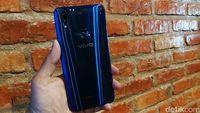 Vivo V9 versi warna cool blue.