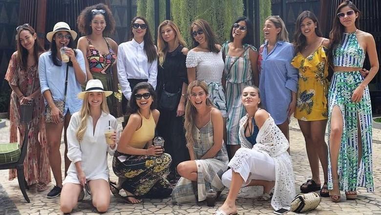 Para finalis Miss Universe 2015 liburan di Indonesia (anindyakputri/Instagram)