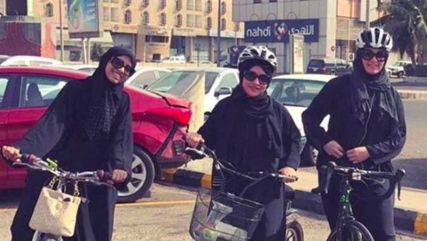 Pertama Kalinya, Puluhan Wanita Bersepeda Bersama di Arab