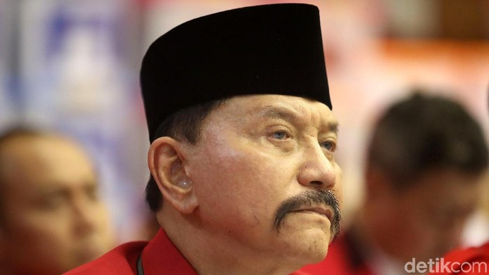 Hendropriyono adalah Ketum Partai Keadilan dan Persatuan Indonesia (PKPI)