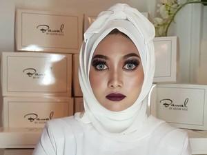 Viral karena Dinyinyirin Netizen, Jilbab Pocong Ini Malah Laris