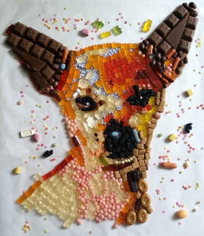 Kreasi permen dan cokelat ini dibuat oleh seorang wanita asal Berlin, Jerman. Ia memadukan permen jelly, cokelat, dan permen hingga menghasilkan wajah anjing yang ia beri nama Beast. Foto: Instagram @ariangora