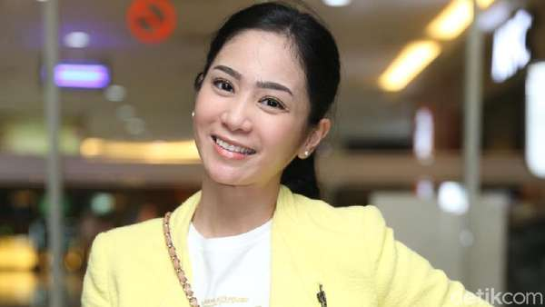 Bunga Zainal Shining in Yellow