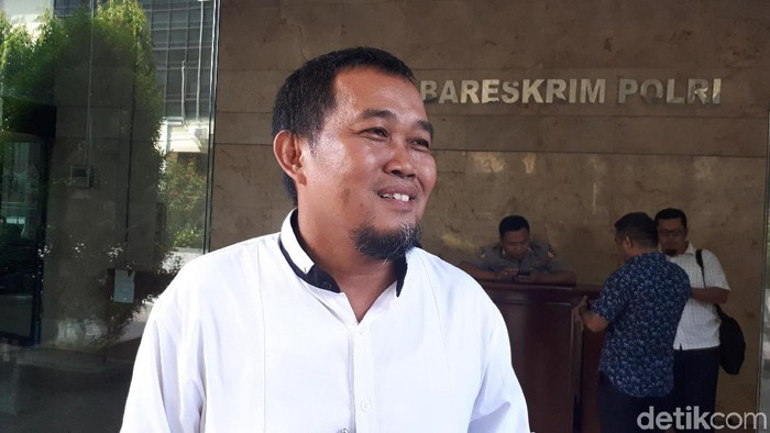 Koordinator MAKI, Boyamin Saiman mendatangi Bareskrim Polri terkait putusan praperadilan skandal Bank Century, Jumat (13/4/2018)