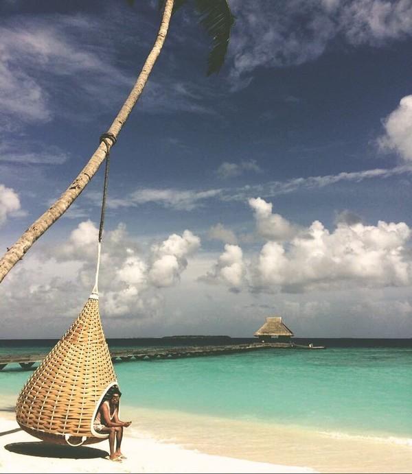 Tunku Ismail juga senang ke pantai. Kira-kira ini dimana ya? (tunku_idris/ Instagram)