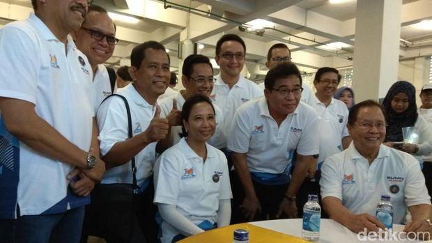 Rayakan Ulang Tahun Kementerian BUMN, Rini Potong Tumpeng