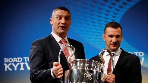 Vitali Klitschko dan Andriy Shevchenko menjadi duta besar final Liga Champions 2018 di Kiev.