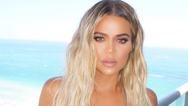 Khloe Kardashian merupakan bagian dari keluarga sosialita sekaligus pengusaha asal Los Angeles, keluarga Kardashian. (khloekardashian/Instagram)