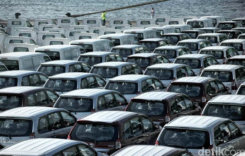 Ekspor mobil-mobil yang diproduksi di Indonesia. Foto: Pradita Utama