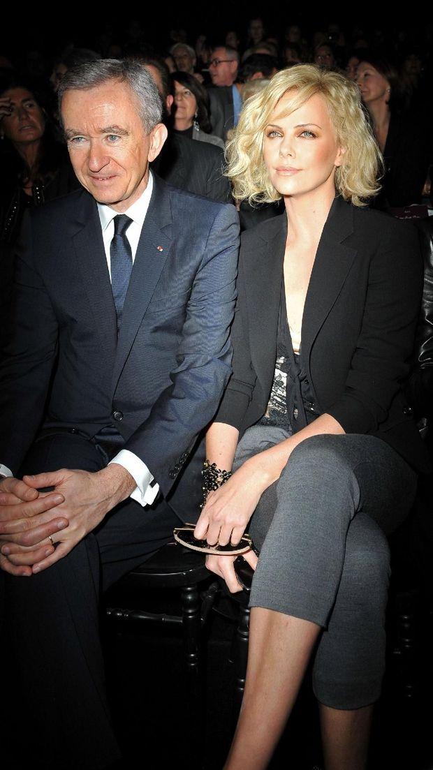 Bernard Arnault dan aktris Charlize Theron, brand ambassador Dior.