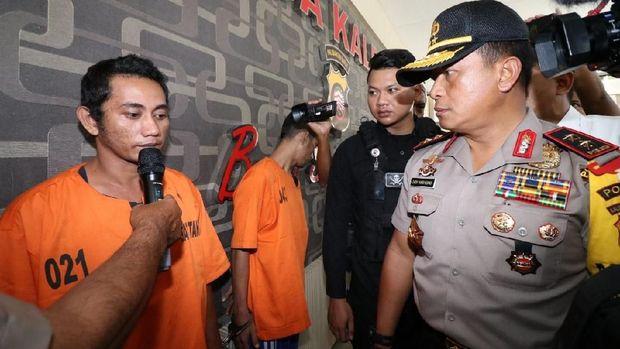 Kapolda Kalbar Irjen Didi Haryono dan Dirkrimum Polda Kalbar Kombes Arief Rachman memamerkan barang bukti