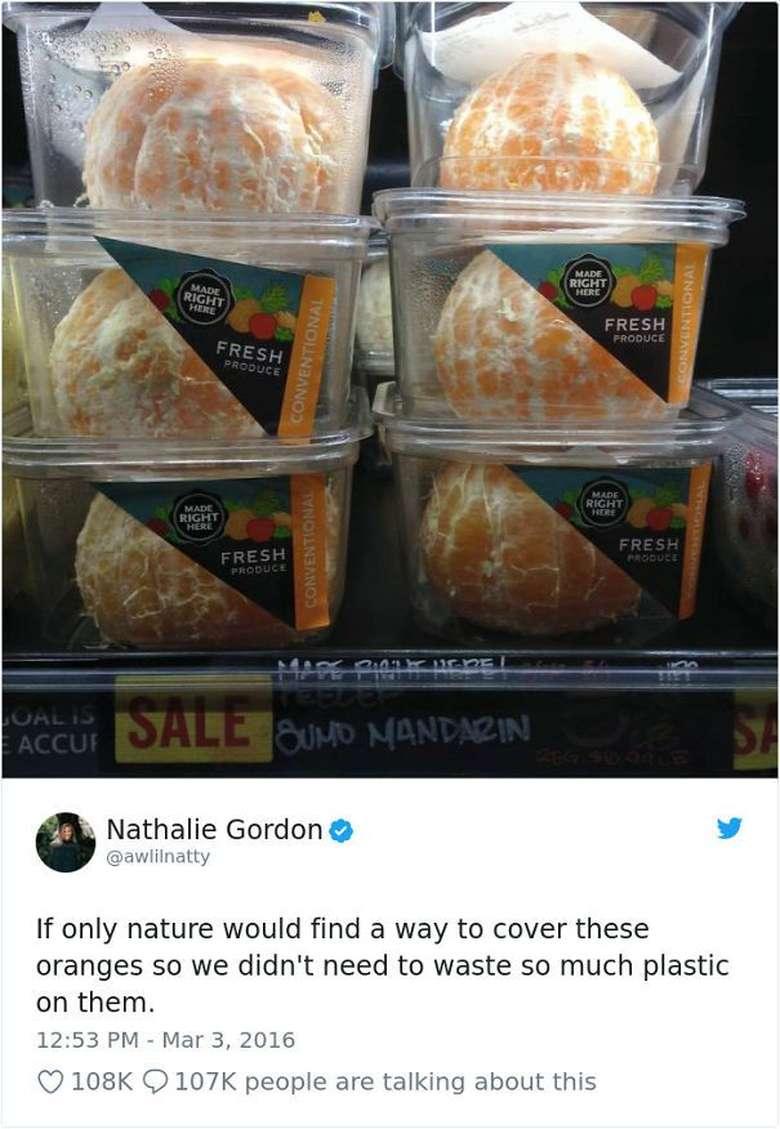 Jeruk sudah jelas punya pelindung alami berupa kulit. Tapi supermarket ini malah menjual jeruk kupas dalam kemasan. Malah jadi boros plastik dong! Foto: Istimewa