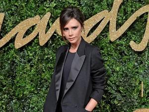 Tiup Lilin, Kue Ultah Sehat Victoria Beckham Menarik Perhatian Netizen