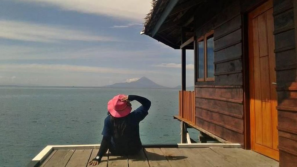 Menyendiri di Halmahera Barat