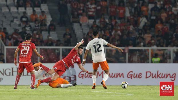 Persija Jakarta mendapatkan peluang lebih banyak di babak pertama.