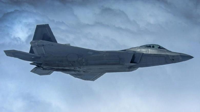 Jet Tempur F-22 Raptor AS Cegat Pesawat Pengebom Rusia di Alaska