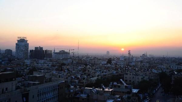 Menurut laporan, kota Damaskus didirikan sejak milenium ketiga SM. Arkeologi juga telah membuktikan bahwa kota ini telah memiliki penduduk sejak 8000 hingga 10000 SM. Hingga saat ini, Damaskus masih dihuni oleh penduduk dan dikenal karena memiliki banyak bangunan Islam pada zaman dulu (SANA/Handout via REUTERS)