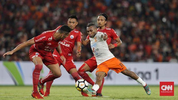 Titus Bonai tidak mampu membobol gawang Persija di Stadion Aji Imbut.