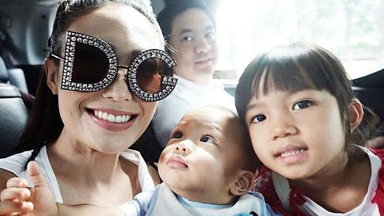 Bonding Sederhana dengan si Kecil ala Ayu Dewi/ Foto: Instagram/@mrsayudewi