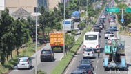 Volume Kendaraan Tinggi, Jalan Arteri Porong Macet Hingga Tol