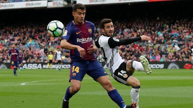 Duel Barcelona lawan Valencia berlangsung sengit di babak pertama.