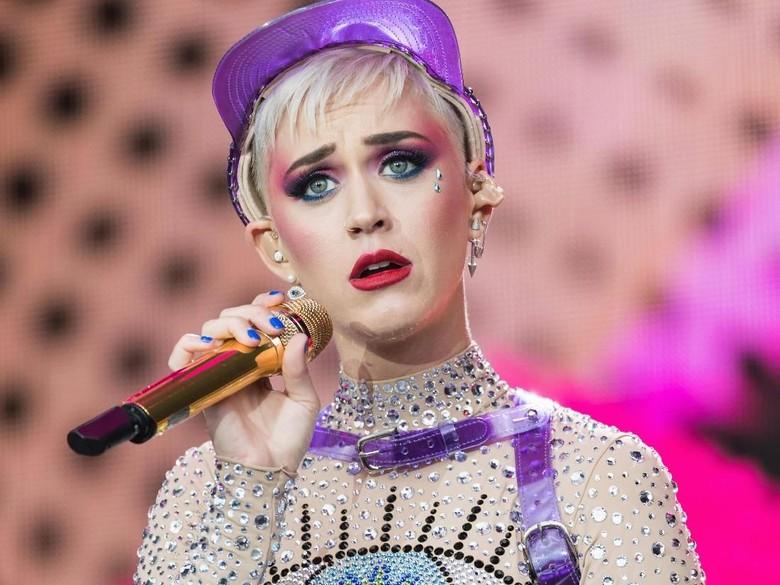 Kritik Gaun Pernikahan Meghan Markle, Katy Perry Dibully