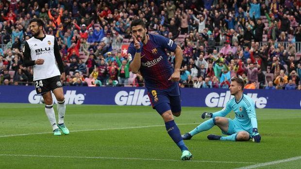 Luis Suarez mencetak gol pertama untuk Barcelona di laga ini.