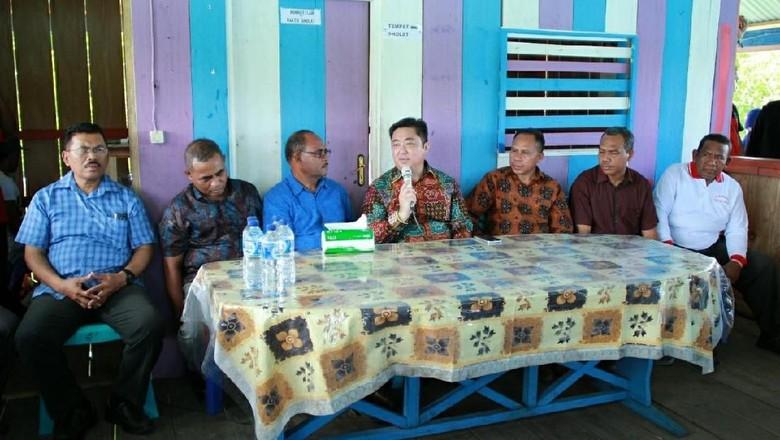 Foto: Bupati beserta jajaran SKPD Kepulauan Sula (Randy/detikTravel)