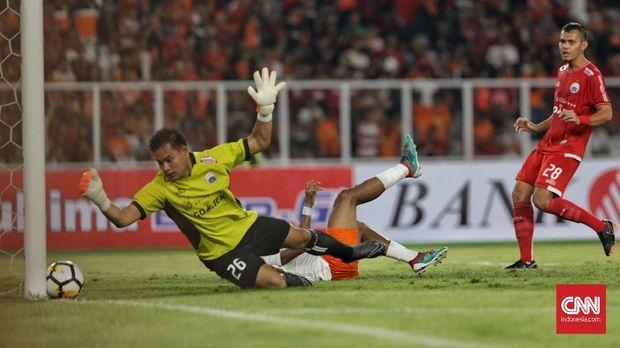Dua gol Persija lawan Borneo FC berasal dari skema bola mati.