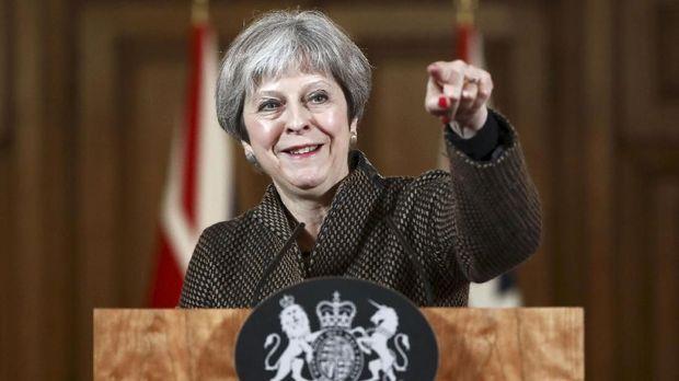 Theresa May meminta dukungan DUP untuk membentuk pemerintahan.