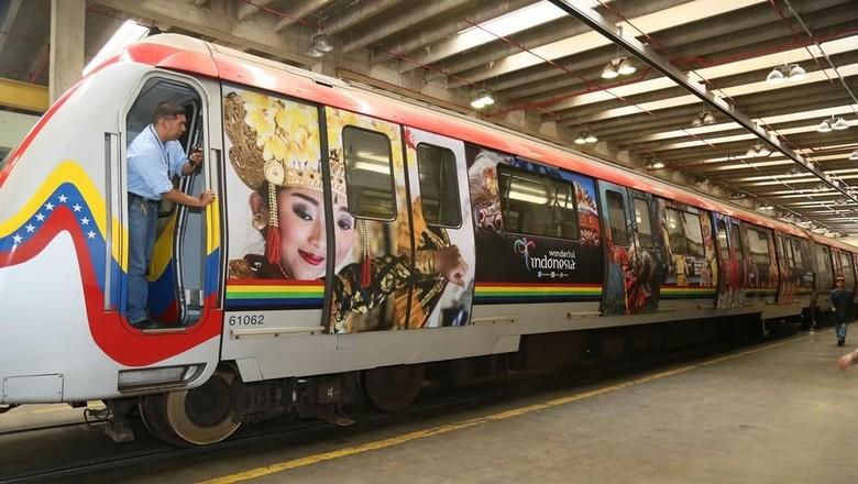 Foto: Promosi wisata Indonesia di kereta bawah tanah Venezuela (dok KBRI Caracas)