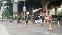 Foto: Aksi Nekat Pengendara Lawan Arah di Jalan DI Panjaitan
