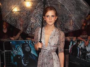Emma Watson Tampil Seksi Pakai Kostum Wonder Woman di Ultah J.K Rowling