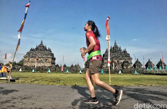 Lomba lari ini diikuti peserta dari dalam dan luar negeri.