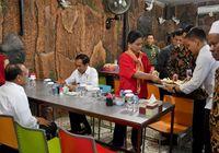 Ke Semarang, Presiden Jokowi dan Iriana Pilih Sarapan Soto Pak Man