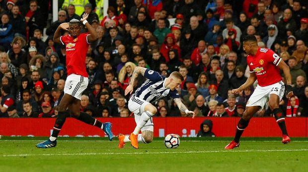 Kekalahan Manchester United dari West Bromwich Albion membuat Manchester City dipastikan meraih gelar Liga Primer Inggris 2017/2018.