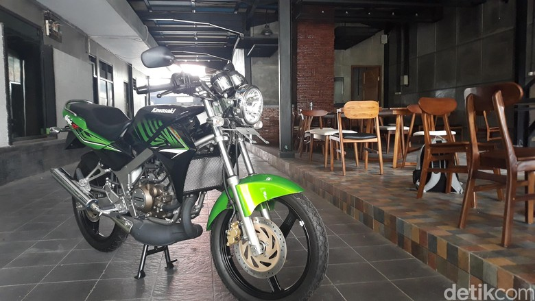 Kawasaki Ninja 2 tak jadi buruan kolektor (Foto: Sugeng Harianto)