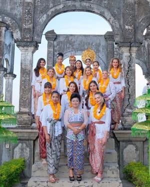 Cantiknya Alumni Miss Universe 2015 Liburan di Bali